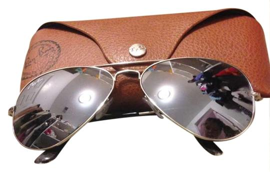 Preload https://item5.tradesy.com/images/ray-ban-silver-mirror-aviators-sunglasses-204009-0-0.jpg?width=440&height=440