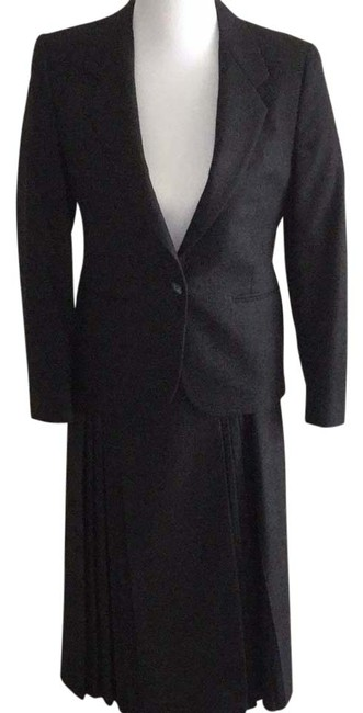 Item - Black with Very Light Maroon and Gray Accent Threads . Womens Skirt Suit Size 6 (S)