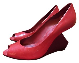Pour La Victoire Sexy Geometric Chic Party Cherry Red Wedges