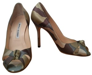 Manolo Blahnik Satin Camo Army Green Camoufauge Pumps