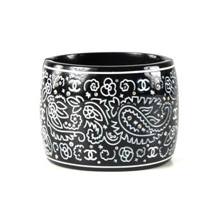Chanel CRYSTAL CUFF CC PAISLEY WIDE BRACELET - BLACK & WHITE CARVED BANGLE 09