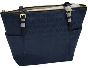 MICHAEL Michael Kors Jet Set Item Ew Tz Jacquard Signature Tote in Navy