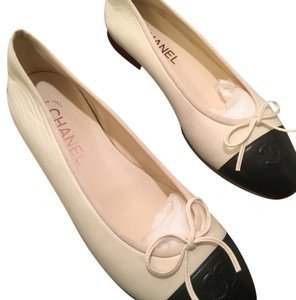 Chanel Black and creme Flats