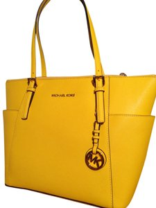 Michael Kors New Leather Statement Bright Tote in Sunflower