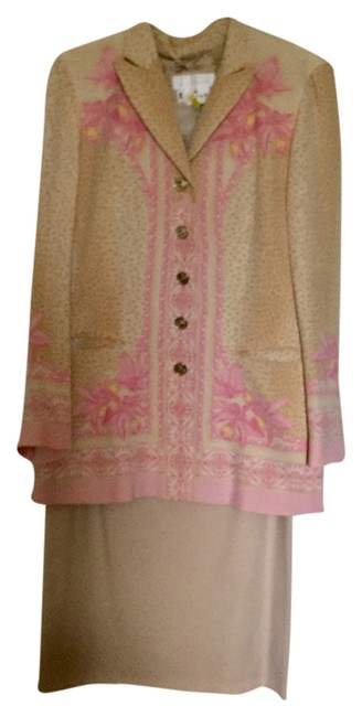 Item - Beige & Pink Skirt Suit Size 6 (S)