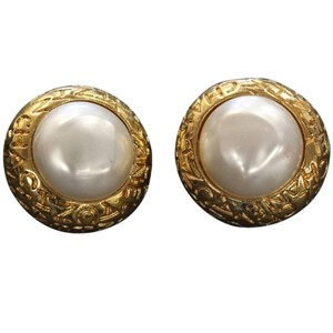 Chanel Chanel CC Gold Vintage Mother of Pearl Big Clip On Earrings
