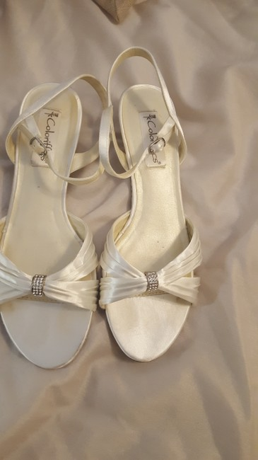 Item - White Pearl Formal Size US 9.5 Wide (C, D)