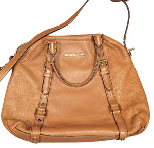 Michael Kors Satchel in tan / brown