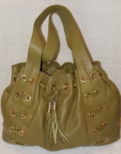 Preload https://item2.tradesy.com/images/michael-michael-kors-astor-grommet-wtassels-olive-green-leather-shoulder-bag-204131-0-1.jpg?width=440&height=440