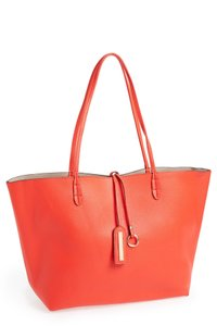 Street Level Tote in coral