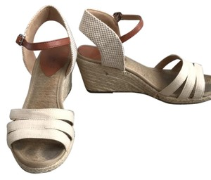 Lucky Brand Creme Sandals