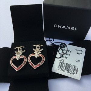 Chanel NWT Limited Edition Chanel Strass Heart CC Silver Earrings with Pink Crystals