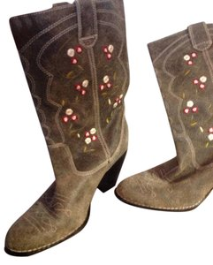Seychelles Gray with flowers embroidered Boots