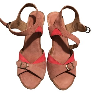 L.L.Bean Heels Hot Summer Wooden Heels pink and tan Sandals