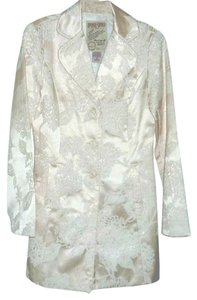 Doki Geki Floral Trench Embroidered Cream/white Blazer