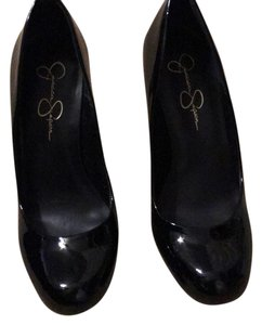 Jessica Simpson black patent Pumps