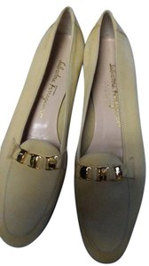 Salvatore Ferragamo Creme Pumps