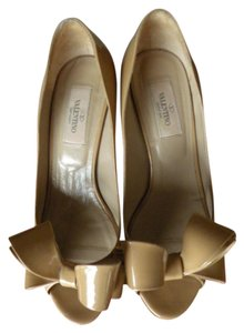 Valentino Bows Open Toe Kitten Heel nude Pumps