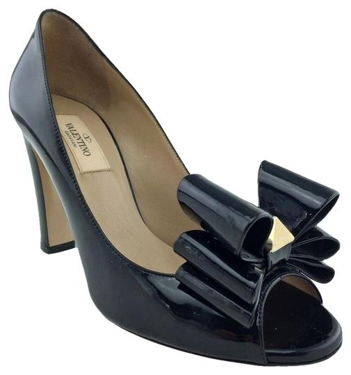 Preload https://item4.tradesy.com/images/valentino-black-patent-leather-versailles-studded-bow-heels-pumps-size-us-8-regular-m-b-2042363-0-0.jpg?width=440&height=440