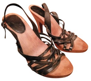 MIA Strappy Black leather, brown wood Pumps