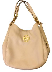Michael Kors Tote in vanilla with gold