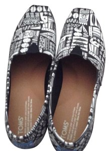 TOMS white and black Flats