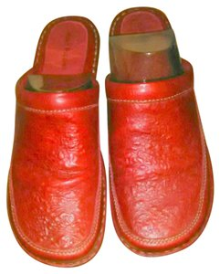 Hush Puppies red Mules