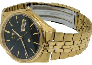 Seiko Gents Seiko Quartz Instant Day-Date Floor Model!! Crystal has scratches on it