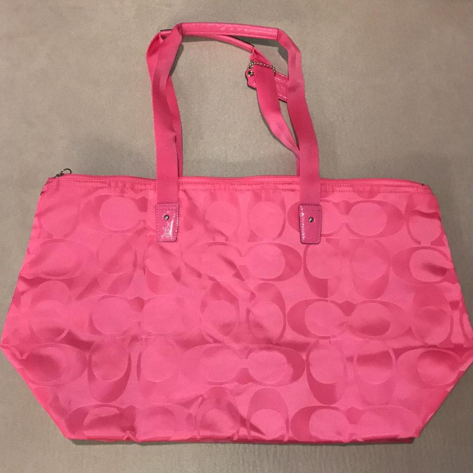 d351fea49158 Coach pink Travel Bag Image 11. 123456789101112