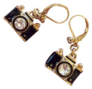 Betsey Johnson NEVER WORN-Betsey Johnson Old Fashioned Camera Earrings