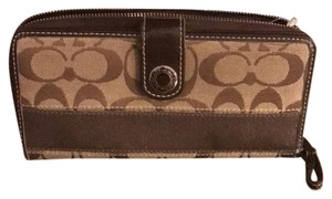 Coach COACH SIGNATURE C ZIP AROUND SNAP WALLET -BROWN