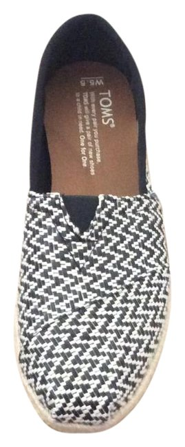 Item - Black and White Weave Design Flats Size US 5.5 Wide (C, D)