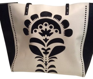 Vera Bradley Tote in black & white.