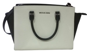 Michael Kors Satchel in black, white