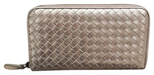 Bottega Veneta zip around wallet in silver INTRECCIATO gros grain