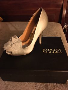 Badgley Mischka Lite grey Pumps
