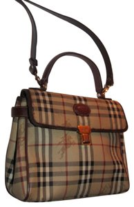 Burberry Early Two-way Style Expandable Sides Excellent Vintage Perfect For Everyday Satchel in British tan leather/Haymarket Nova Check with knights plaid coated canvas