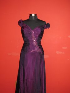 Rina diMontella Burgundy 1239 (Ho-17) Modern Bridesmaid/Mob Dress Size 14 (L)