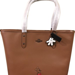 Coach Tote in Saddle (Brown)