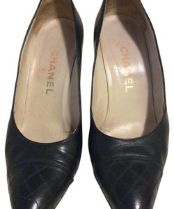Chanel Leather black Pumps