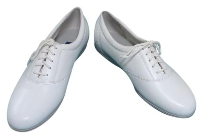 Easy Spirit White *10 Motion* Leather - B Sneakers Size US 9 Regular (M, B) Easy Spirit White *10 Motion* Leather - B Sneakers Size US 9 Regular (M, B) Image 1