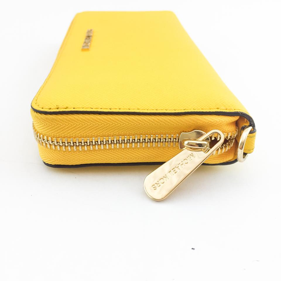 4a23af154112 Michael Kors  9921 JET SET TRAVEL CONTINENTAL WAllet sunflower yellow Image  11. 123456789101112