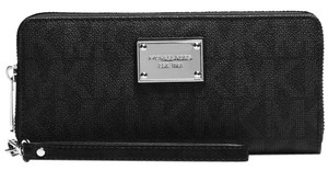 Michael Kors Michael Kors Jet Set Item Travel Continental Wallet Black Signature