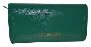 Burberry NWT BURBERRY WOMENS PENROSE PATENT LEATHER CONTINENTAL WALLET