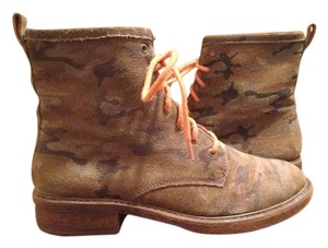 Lucky Brand Chukkas Desert Suede Camouflage Print Boots