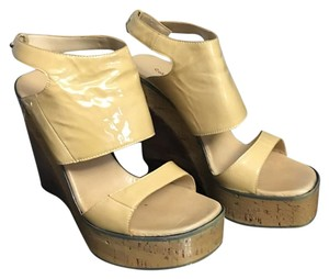 CoSTUME NATIONAL tan Wedges