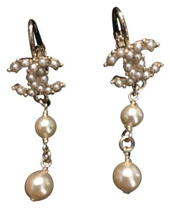Chanel Chanel Pearl drop dangling