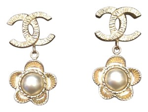 Chanel chanel pearl flower drop earrings