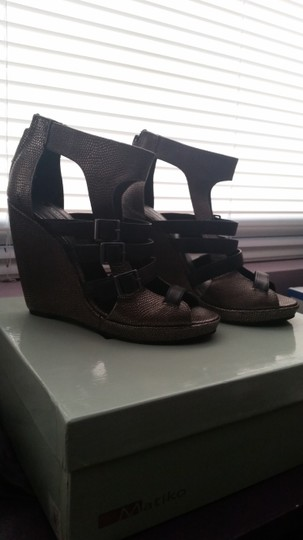 Matiko Pewter/Black Wedges