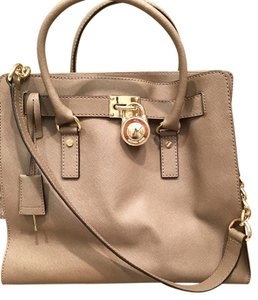 MICHAEL Michael Kors Normal Wear And Tear Tote in tan/taupe